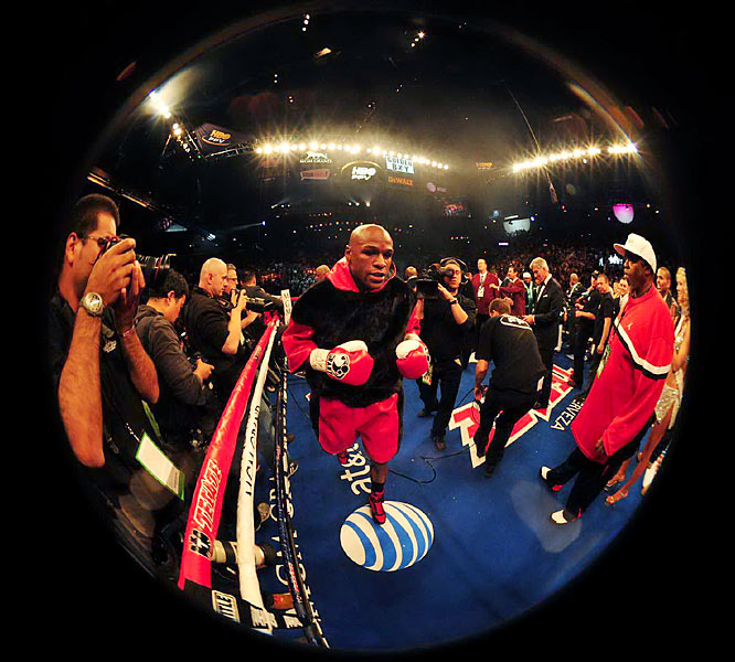 Floyd Mayweather Jr. came into the ring focused for Saturday's main event from Las Vegas.