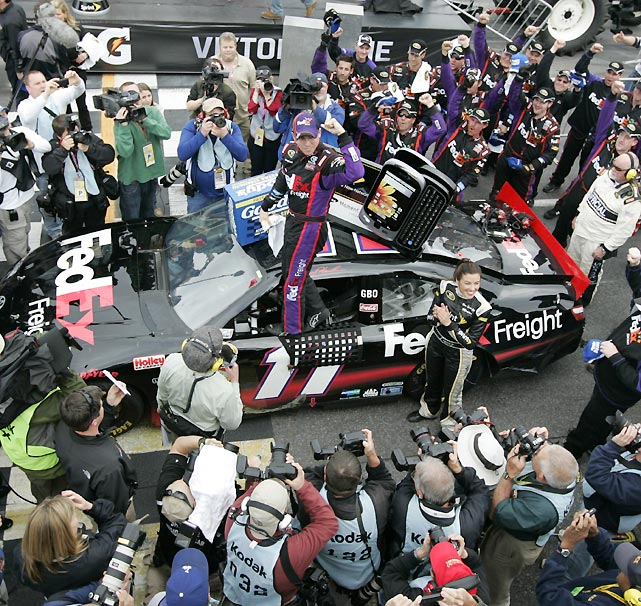 Two days before undergoing surgery to repair a torn ACL, Hamlin weaved through traffic on the final restart to claim his second straight victory at Martinsville.