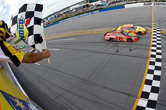 Harvick beat out Jamie McMurray on a last-second slingshot pass to end a 115-race winless drought. Harvick's 0.011 margin of victory was the eighth-closest in NASCAR since it began using electronic scoring in 1993