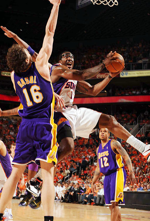 Amar'e Stoudemire quieted his critics Sunday night, dominating L.A.'s front line and helping Phoenix to a 118-109 in Game 3 of the Western Conference finals. While the Lakers still hold a 2-1 series lead, here are some of SI's best shots from the Suns' victory.