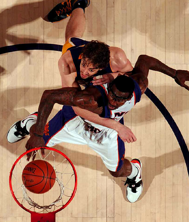 Pau Gasol battled Stoudemire all night, but couldn't keep the Suns' star off the glass at either end of the floor (Stoudemire had three offensive rebounds).