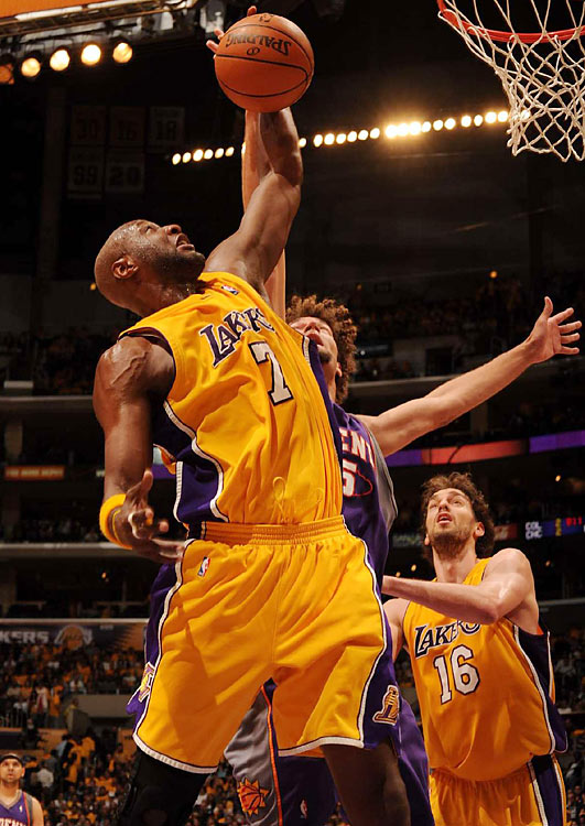 While Andrew Bynum struggled to finish with four points and four boards, Odom stepped up and scored seven straight during an 18-4 Laker run in the first quarter.