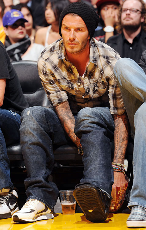 A torn Achilles and walking boot can't keep international soccer star David Beckham away from a Lakers game. Dude, where's Posh?