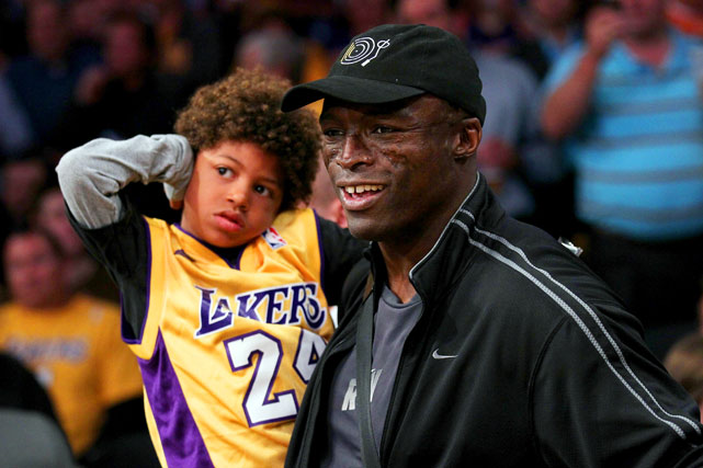 Singer Seal takes his son to the Lakers game. We. Want. Heidi.