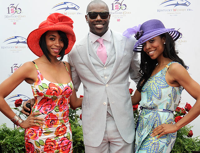 On the day of the race, T.O. took time to hit the red carpet with B.J. Williams (left) and Kita Williams before going through the gates at Churchill Downs.
