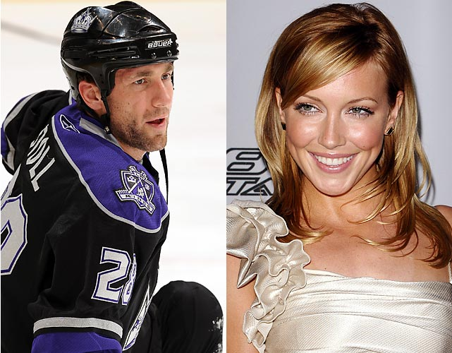 "Jarret Stoll sure likes his blondes.  The center for the L.A. Kings, who was once engaged to Rachel Hunter, is now being linked to Melrose Place's Katie Cassidy.  During an interview with Cassidy, Ryan Seacrest commented on the trend of hockey players dating actresses and Cassidy replied: ""You have not seen a hockey player with his shirt off, obviously."""