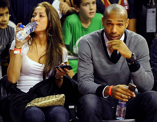 Henry and a guest attend a Wizards-Hornets game in Barcelona.