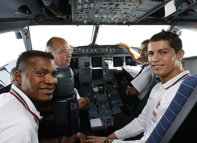 Ronaldo and Portuguese national teammate Aziza Makukula pose in a cockpit on their way to Zurich.