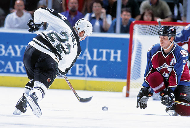 In the first period, the Stars took an early lead with Jamie Langenbrunner's goal, which was followed up by three more, two from Mike Keane and a final from Jere Lehtinen in the 4-1 victory that sent Dallas to the Stanley Cup finals.
