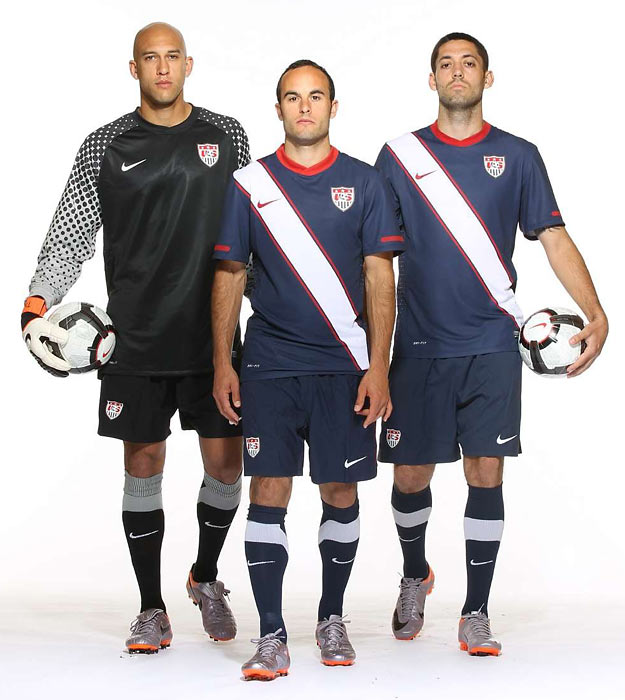 Tim Howard and Clint Dempsey pose with Donovan for the SI World Cup preview.