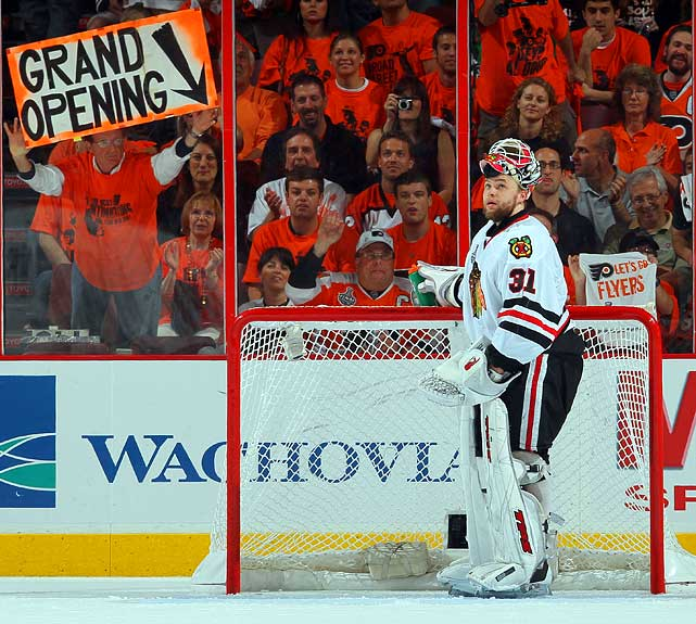 Flyers fans can give as good as their players get in Chicago, as Blackhawks goaltender Antti Niemi can surely see.