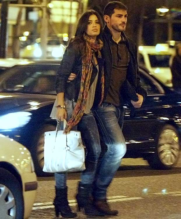 Spanish goalkeeper Iker Casillas (Real Madrid) and his girlfriend, sports journalist Sara Carbonero, cross a busy street on May 27, 2010 in Madrid.
