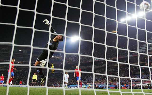 Honduras keeper Noel Vallardes allowed two goals to Spain, both courtesy of David Villa. Spain rebounded after its tournament-opening loss to Switzerland.