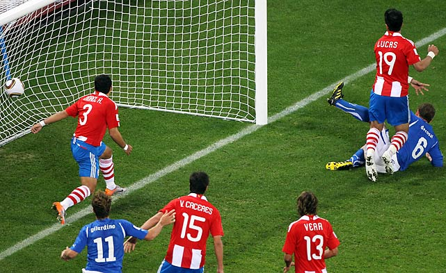Midfielder Daniele De Rossi (6) helped Italy salvage one point with this second-half goal.
