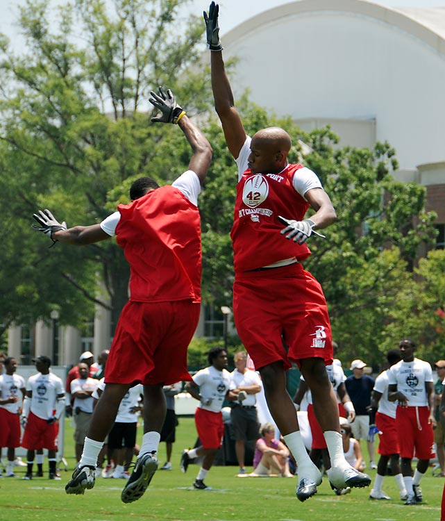 Express linebacker Ryan Shazier celebrates a big defensive play.