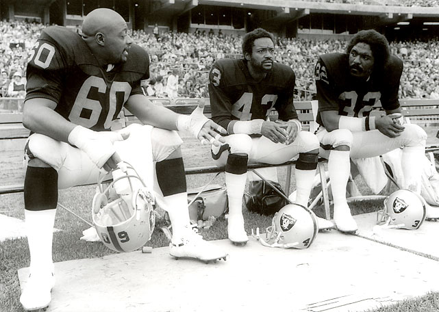 Raiders defenders Otis Sistrunk (60), George Atkinson (43) and Jack Tatum take a break during a 25-0 win over the Chargers.