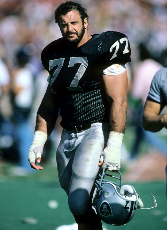 Lyle Alzado of the Los Angeles Raiders pauses for a moment during the Sept. 22 regular season matchup with the San Francisco 49ers at the L.A. Coliseum.