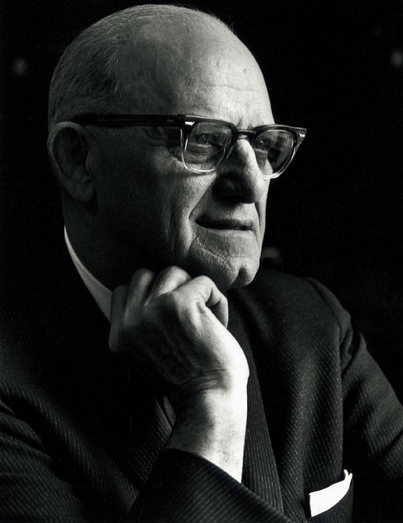 Papa Bear Halas's amazing career included 40 years as Chicago's head coach -- in four separate 10-year stints. The 1963 season, midway through his final run, was one of his finest hours: the Bears dominated the NFL with an 11-1-2 record while their spectacular defense surrendered a measly 144 points -- 62 points fewer than the league's second-best unit. The Monsters of the Midway proved they were the real deal when they beat senseless Giants record-setting quarterback Y.A. Tittle in the title game and dominated the league's top-ranked offense. Chicago won 14-10. Halas remains the oldest coach in NFL history to win a championship.