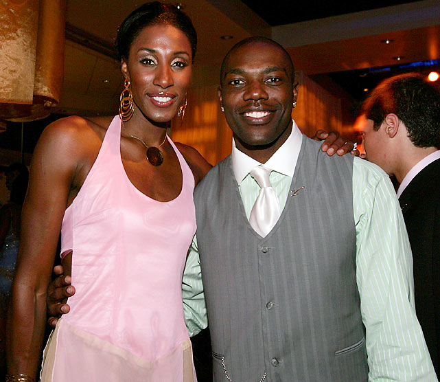 Lisa Leslie once scored 100 points in a high school basketball game. Terrell Owens, here with the WNBA star in 2005, never did.