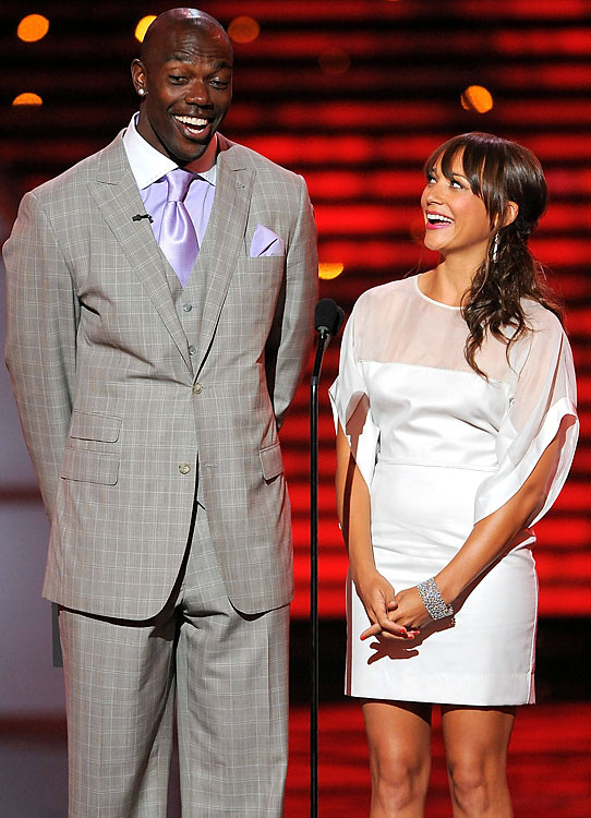 Owens and actress Rashida Jones at the 2010 ESPY Awards in Los Angeles, California.