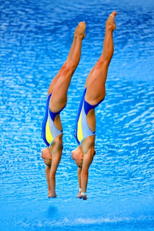 Ukraine's Iulia Prokopchuk and Alina Chaplenko won silver medals in the 10m synchronized platform at the European Swimming Championships.