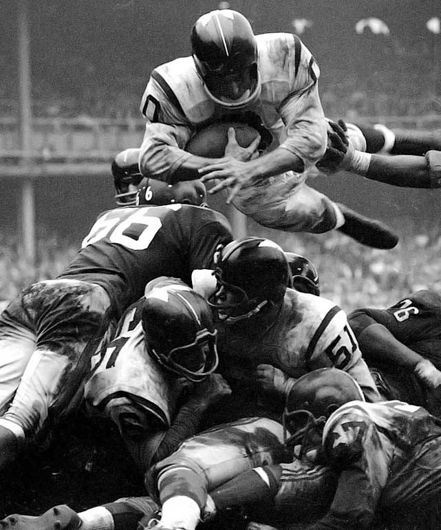An All-America halfback-fullback out of Cal and 1953 first-round pick, Olszewski played nine seasons in the NFL (for the Chicago Cardinals, Detroit and Washington) and one AFL season (Denver). He rushed for 3,320 yards and 16 touchdowns.