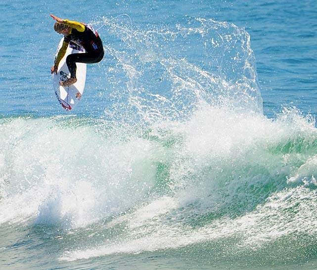 Two-time world champion Mick Fanning went down to Jordy Smith by .2 of a point in the semis.