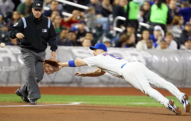 David Wright of the Mets dives for a ball in a 6-4 loss to the Atlanta Braves on Sept. 17. Just two days later, Wright would tie Mike Piazza for career RBIs.