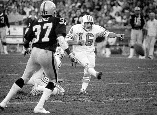 Houston Oilers placekicker Toni Fritsch watches as his field goal attempt is blocked by Oakland Raider John Matuszak and recovered by defensive back Lester Hayes (37) during their playoff matchup on Dec. 28. Hayes also added two interceptions, one of which he returned for a touchdown, in the Raiders 27-7 win.
