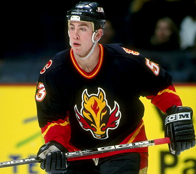 Depending on your sensibilities, there was something either vaguely satanic about Calgary's fire-breathing steed, or else it looked like a label lifted from a bottle of hot sauce. Introduced as an alternate in 1998, it found its way onto the team's road sweaters in 2000.