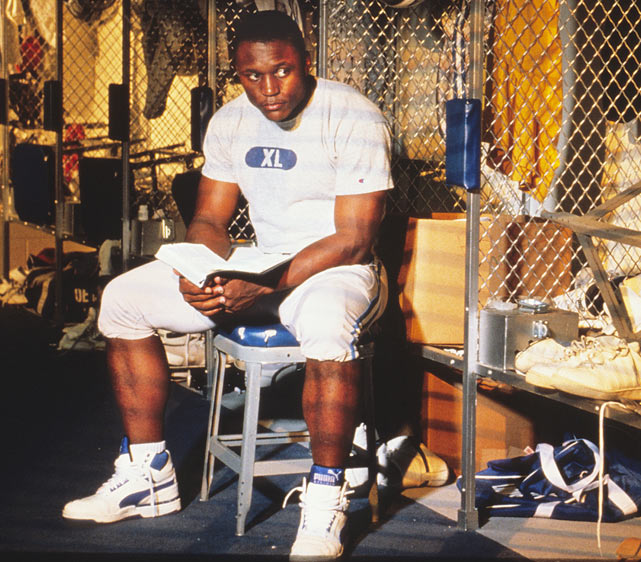 As another NFL season gets ready to begin, SI.com takes a look back at the NFL 20 years ago with these rare photos of the 1990 season.   Barry Sanders, who led the NFL with 1,304 rushing yards, reads a book in the Lions' locker room.