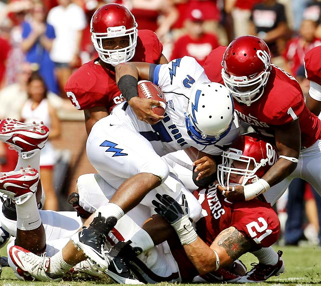 Air Force gave Oklahoma all it could handle, but the Sooners secured the victory thanks to a 148-yard, three touchdown day from tailback DeMarco Murray and a clock-eating drive in the final minutes. Oklahoma had lost two of its last three games against Mountain West teams.