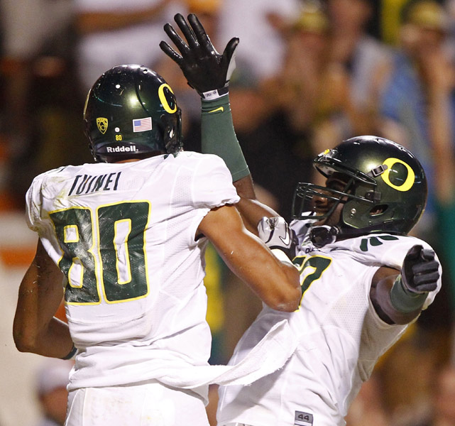 After trailing 13-3 in the second quarter, Oregon rattled off 45 unanswered points -- including an amazing 72-yard touchdown run by LaMichael James -- to win at Tennessee. James, returning from a one-game suspension, finished with 134 of Oregon's 245 rushing yards.