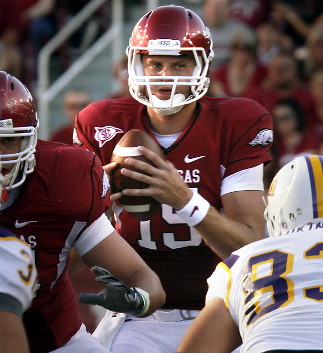 Arkansas quarterback Ryan Mallett had plenty of time to look for open receivers. And, most of the time, he found them, completing 21-of-24 passes for 301 yards and three touchdowns as the Razorbacks, sporting their highest preseason ranking since 1990, breezed.