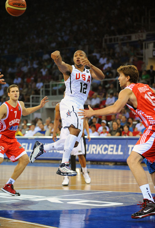 A surprising name on Team USA's 12-man roster paced its first tournament victory: Eric Gordon. The Clippers guard was on the bubble to make the final squad, and in his first outing in Turkey, he proved he belonged, scoring 16 points on 4-of-6 shooting from three-point range.