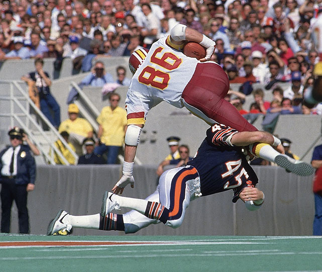 Chicago safety Gary Fencik crushes Washington tight end Clint Didier during an early season battle.