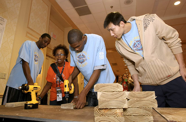 Equally helpful on and off the court, Durant volunteers during the Day of Service during the NBA All-Star Weekend in 2008. He was joined by teammate Jeff Green and Bucks' big man Yi Jianlian.