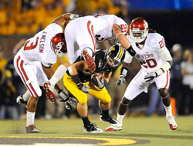 Wide receiver T.J. Moe of Missouri ducks underneath Oklahoma defenders Tom Wort, Jonathan Nelson and Quinton Carter as the Tigers defeated the visiting Sooners 36-27.