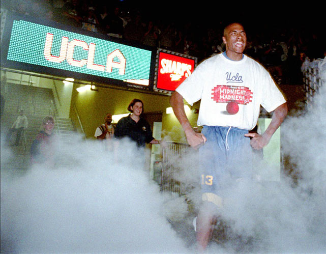 UCLA's Charles O'Bannon screams while being introduced during the defending-champion Bruins' 1995 Midnight Madness at Pauley Pavilion.
