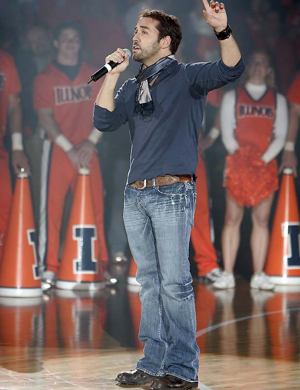 Chicago native Jeremy Piven revs up the home crowd at Illinois' 2007 Midnight Madness.