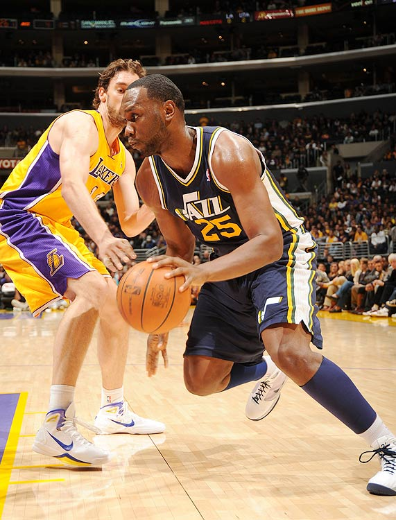 2009-10 Key Stats: 17.1 ppg | 9.3 rpg | 1.3 bpg | 1.8 apg   By all measures a disappointment last season in Minnesota, the basketball gods granted Al Jefferson another chance when he was traded to the Utah Jazz in the offseason.  Playing alongside Deron Williams should do wonders for Jefferson's offensive numbers, and you just have to wonder whether he can shed enough weight to restore his rebounding and blocks to an elite level.  Still only 25, Jefferson deserves the benefit of the doubt.  Let another owner give that benefit in the third round, and if he somehow manages to slip to you in the fourth he'll be the steal of the draft.