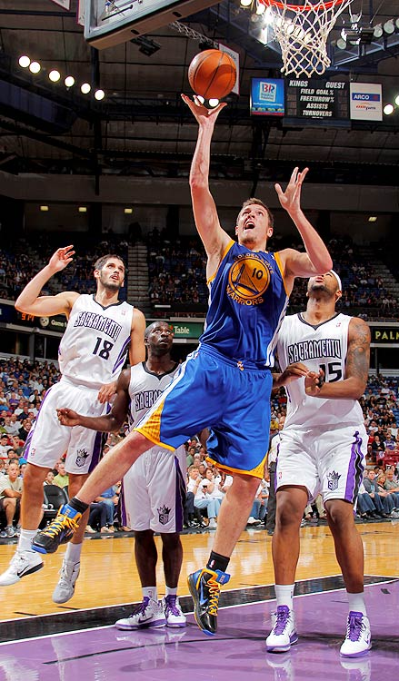 2009-10 Key Stats: 20.3 ppg | 11.7 rpg | 3.6 apg | 1.1 spg   David Lee is one of the harder players to project for the upcoming season.  In New York he played in one of the league's most uptempo offenses, contributing to his scoring and assist totals.  Golden State played breakneck basketball last year, but their gameplan under new coach Keith Smart is still unknown.  One thing is for certain: The Warriors have a dearth of rebounders, giving Lee ample opportunity to compete for a rebounding title this season.   Combined with his stellar percentages, he's a great player at any tempo.