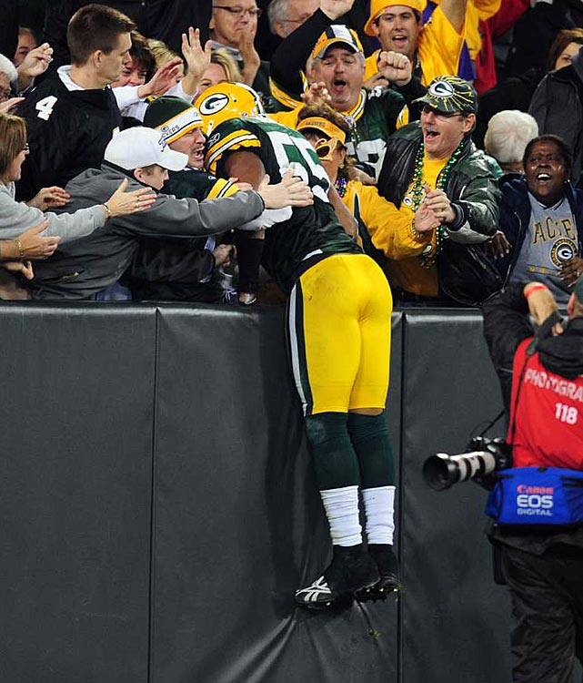 In the highly anticipated rematch between Brett Favre and Aaron Rodgers, Packers' linebacker Desmond Bishop ended up making the biggest impact.  He snagged a poorly-thrown pass in the middle of the field, darting 32 yards the other way for a touchdown.  The score put Green Bay up 28-17, and it held on to win 28-24.