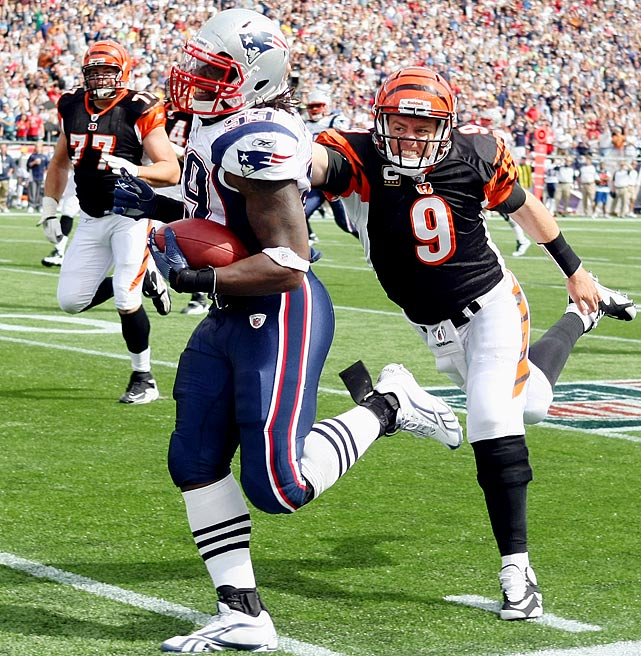 The Pats were off to a great start to their 2010 campaign when linebacker Gary Guyton made things even better.  Up 17-0 against the Bengals in Week 1, Guyton hauled in Carson Palmer's pass and rumbled 59 yards to the end zone, blowing past a diving Palmer near the sidelines.  New England won easily, 38-24.