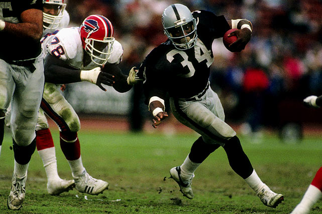 Running back Bo Jackson breaks free of a Bruce Smith tackle during a Dec. 6 matchup in Los Angeles.  Jackson dominated the headlines during his rookie season, racking up 554 rushing yards despite splitting time with the MLB's Kansas City Royals.  Most memorably, Jackson scampered for 229 yards during a Monday Night game against the Seahawks, including a historic 91-yard run that humiliated fellow newcomer Brian Bosworth.