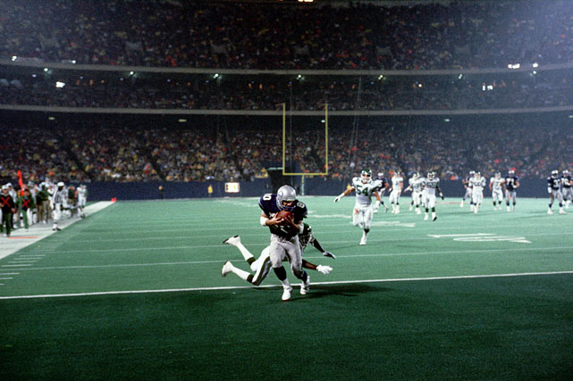 The sure-handed Steve Largent makes one of his eight touchdown catches during a Nov. 7 matchup with the Giants.  The definition of consistency at the wideout position, Largent hauled in 100 touchdown grabs over his prolific 14-year career, earning him induction in the Pro Football Hall of Fame in 1995.  In 1987, his Seahawks finished 9-6.