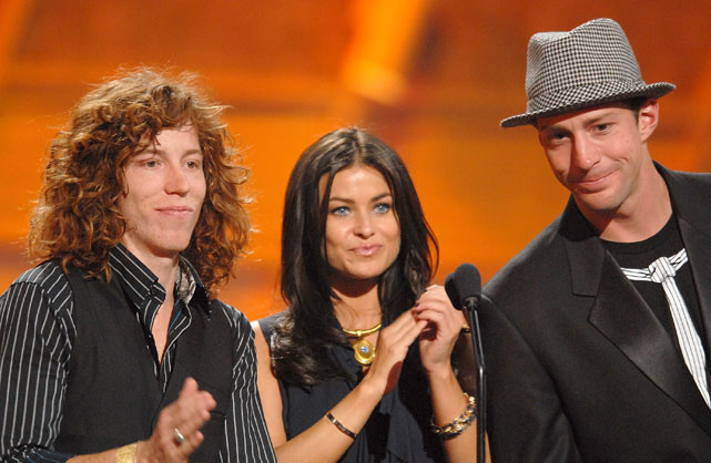 Snowboarder Shaun White, actress Carmen Electra and Pastrana present the award for Best Championship Performance at the 2007 ESPYs.