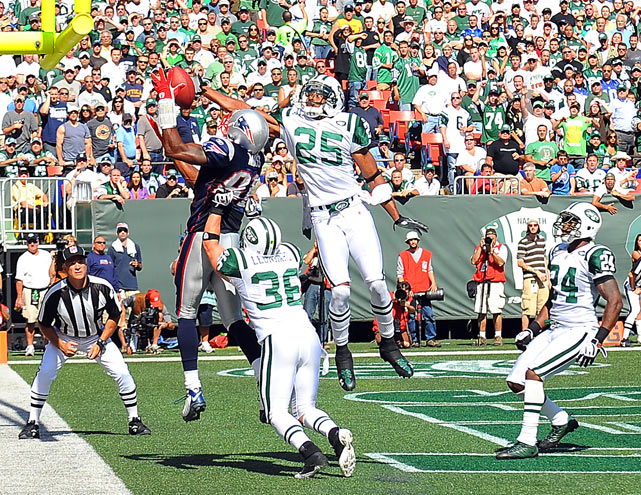Moss continued to shine in New England in 2008 and 2009, catching 152 passes for 2,272 yards and 24 touchdowns, including this catch in traffic against the rival New York Jets.