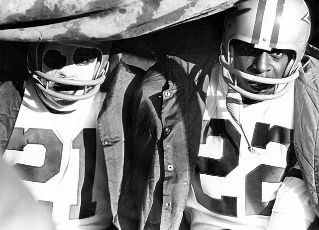 Cowboys' players Dick Daniels (21) and Bob Hayes (22) try to keep warm during the Ice Bowl in 1967.