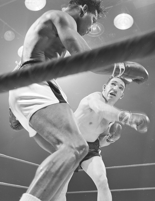 Few fighters could endure punishment like Fullmer ( right ), a Mormon from West Jordan, Utah. The future Hall of Famer upset Sugar Ray Robinson for the title on a unanimous decision at Yankee Stadium, but held the title less than four months before losing it to Robinson in the rematch.